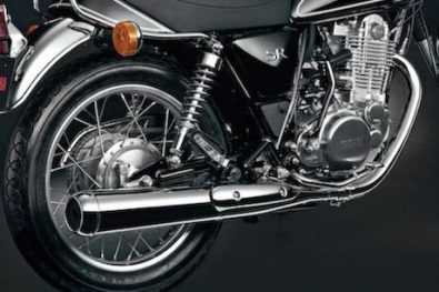 SR400 exhaust pipes are coated with Yamaha's SixONy film