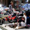Nhân viên y tế xe máy