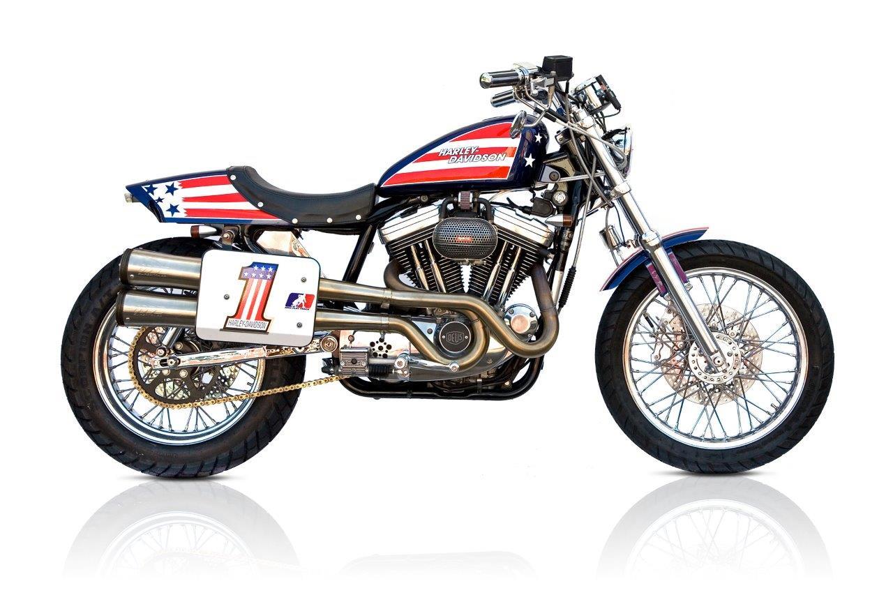 Harley Davidson Sportster Custom Side View từ Deus Ex Machina