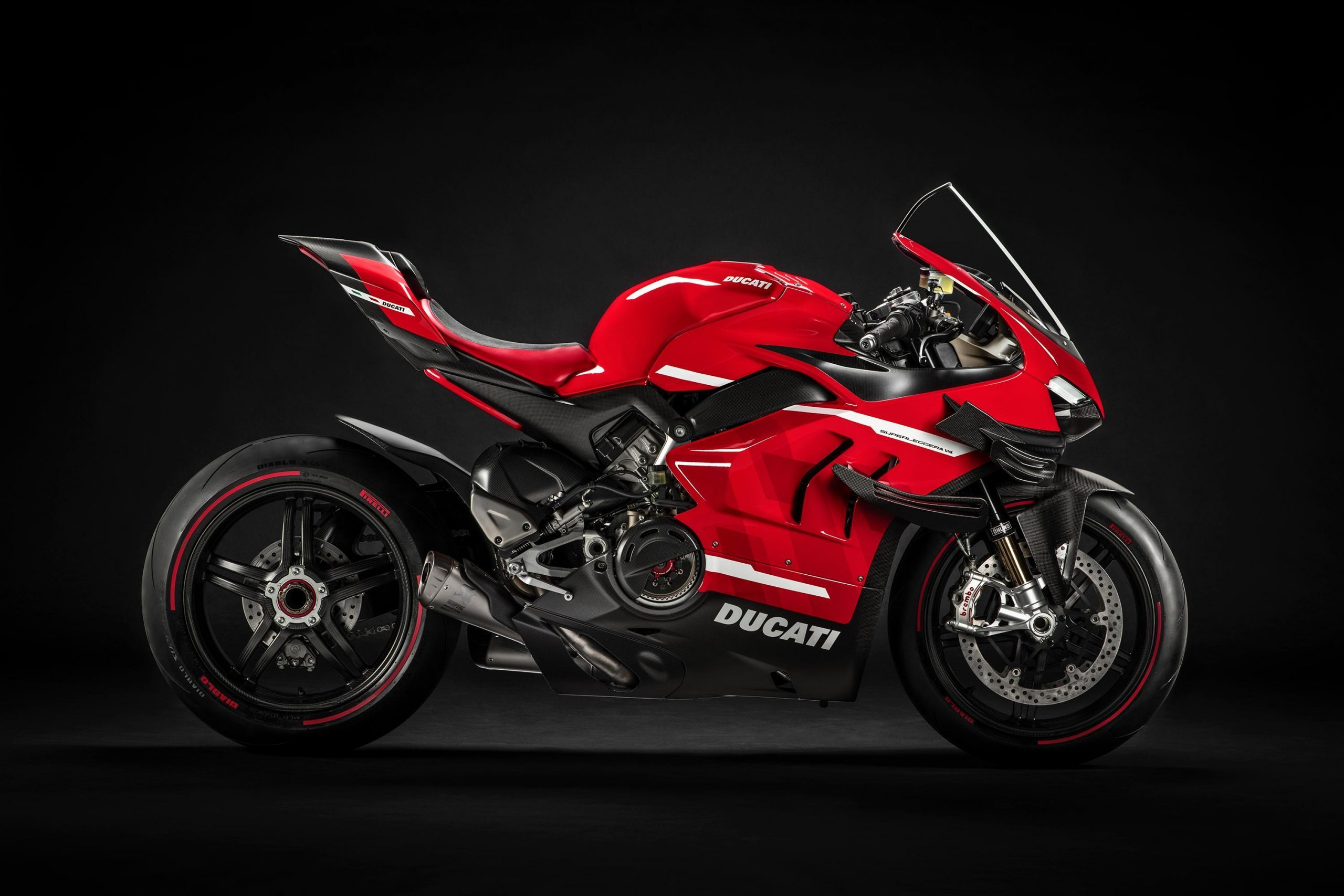 Ảnh chụp studio Ducati v4 superleggera