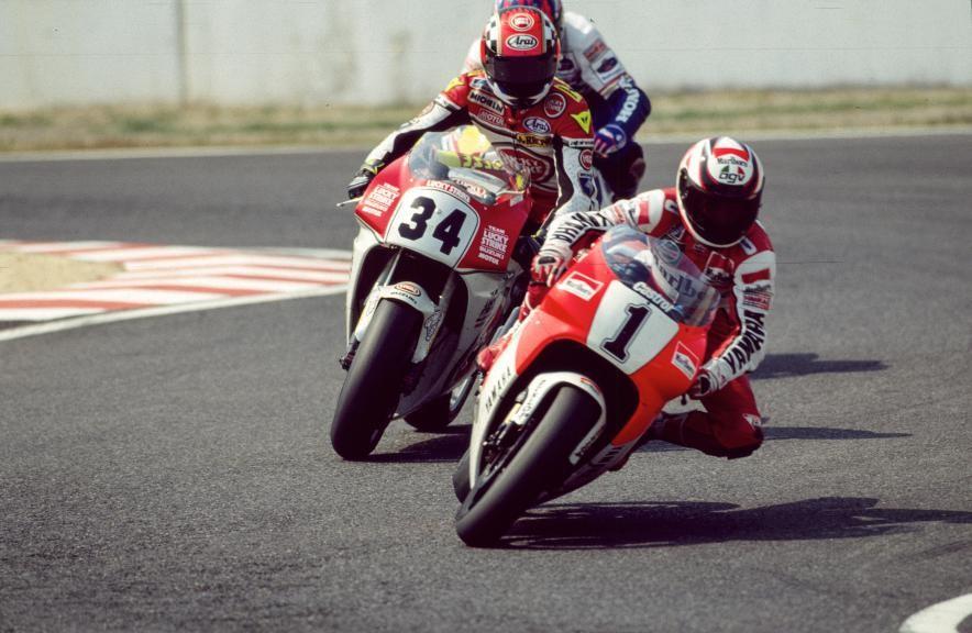 Wayne Rainey racing Kevin Schwantz at the 1993 Suzuka GP