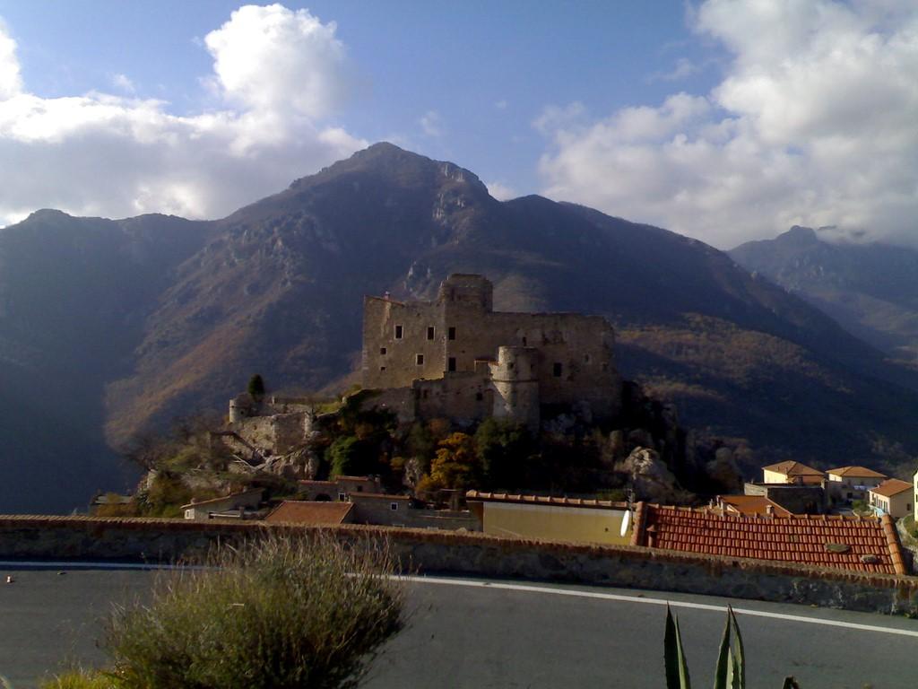 A view of Castelvecchio di Rocca Barbena