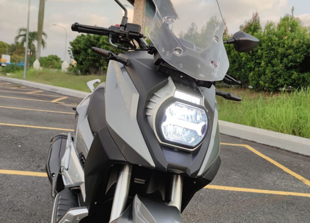 A frontal outside view of the all-new WMoto Xtreme 150i Scooter, from Malaysia