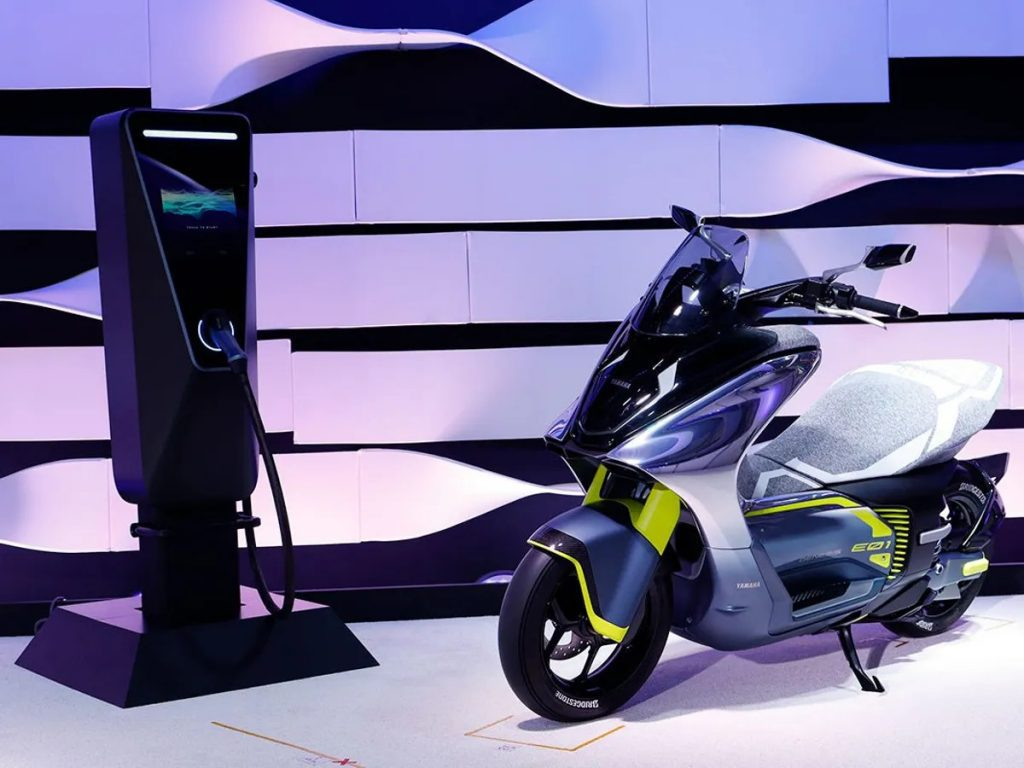 A side image of the new Yamaha E01 electric scooter