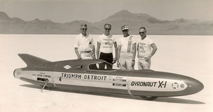 Triumph Gyronaut X-1 motorcycle and her team at Bonneville in the 1950s